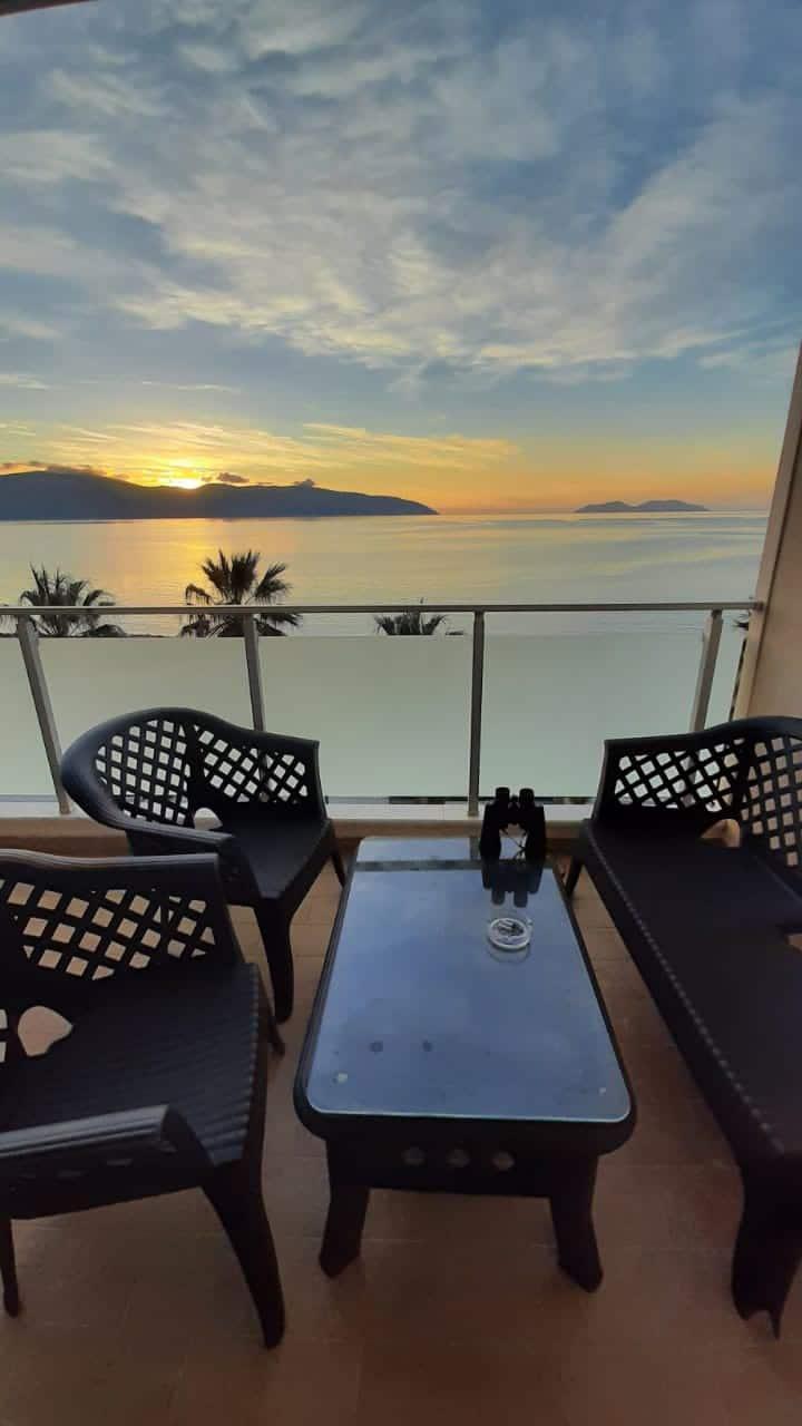Modern & Comfy Sea View Apartment