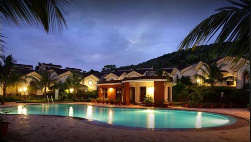 Spacious studio apartment with pool near Baga