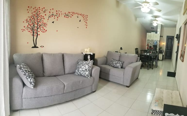 *Pearls House* Remodeled & Pet friendly space
