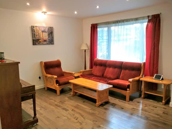 Beautiful family home: 10min-Airp,  20min-Downt.