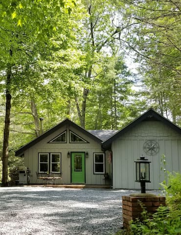 Newly Renovated Mountain Cottage!