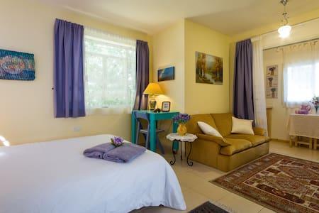 Cozy suite in a paradise garden - Binyamina-Giv'at Ada - Apartment