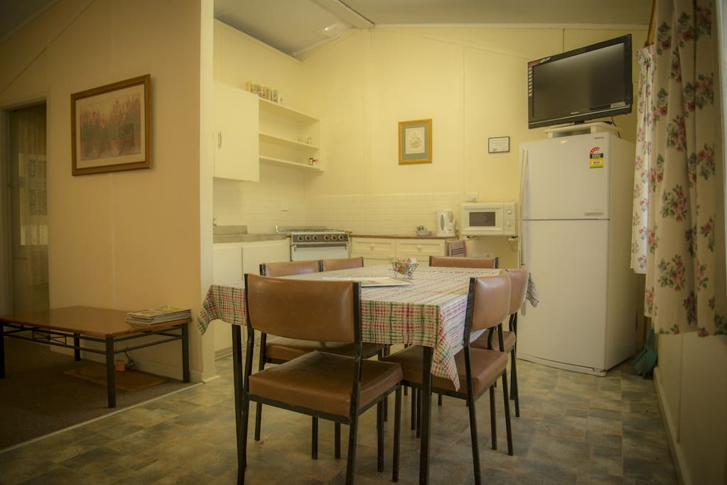 Cottage 2 - Kitchen and Dining