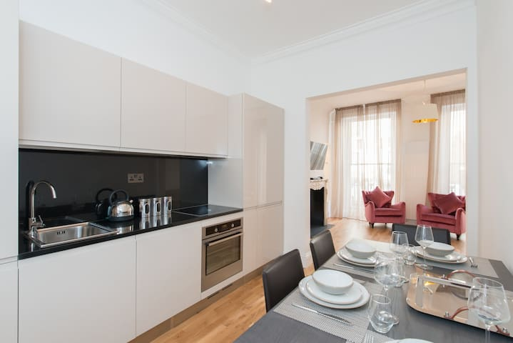 2 Bed Knightsbridge Townhouse