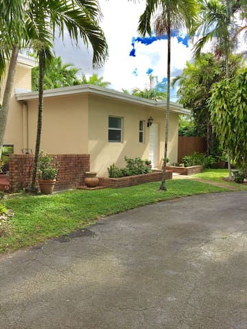 Private efficiency apt! CENTRAL! - Miami Springs