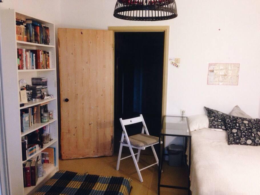 Уютная комната с большим балконом