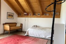 Room 2, with one or two confortable single beds (lit gigogne)
