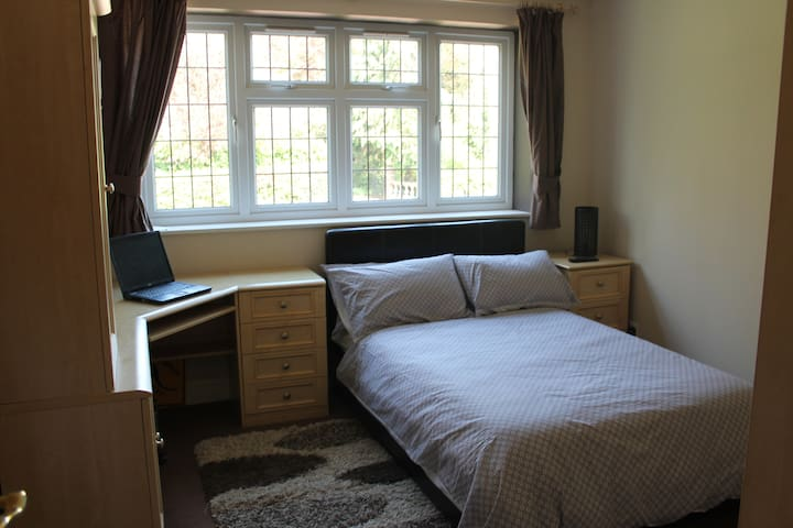Superb double bedroom - Potters Bar