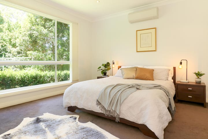Discount- Peaceful modern with bush views and pool
