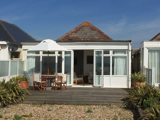 Pevensey Beach Retreat (3-bed cottage) - Pevensey Bay - House