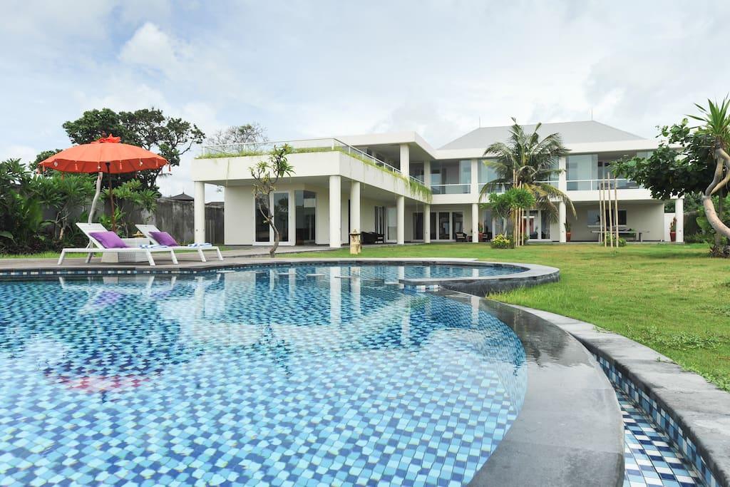 Refreshing pool in spacious garden