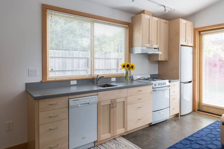 7-30 day Private Cottage Oakland/Emeryville border