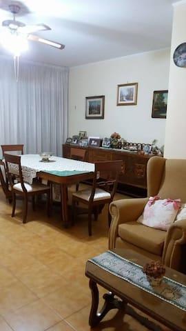 Ampio appartamento a 8 km dal centro (2 dal mare) - Taranto - Appartement