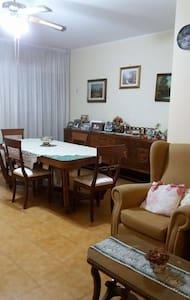 Ampio appartamento a 8 km dal centro (2 dal mare) - Tarent - Wohnung