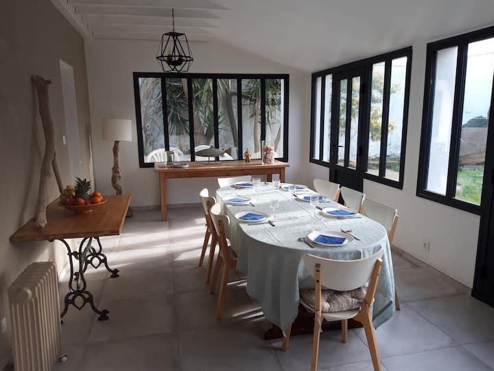 Belle maison rénovée confortable, mer à pied!