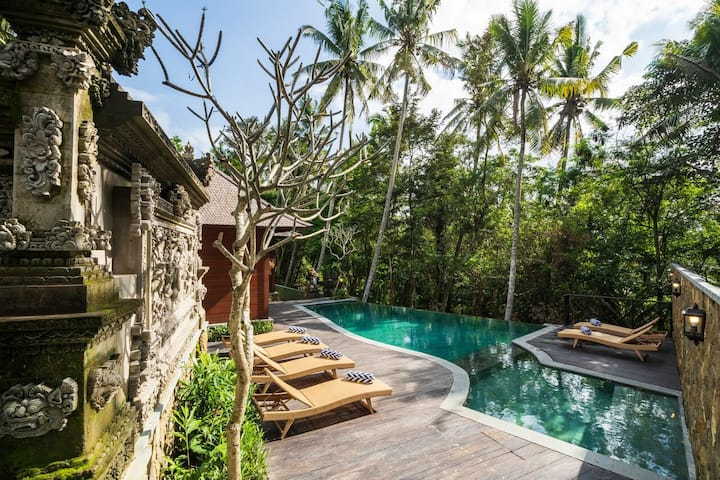 Luxurious Private Pool Villa 2BR in Ubud