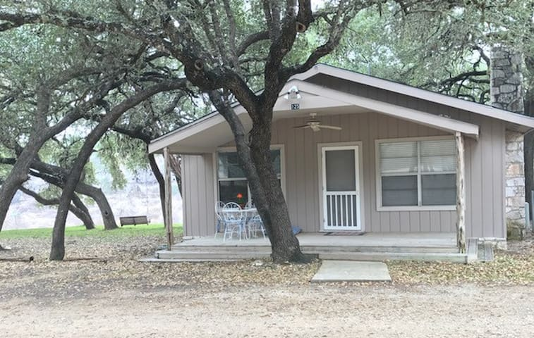Medina River Cabins - Bandera Texas - Pipe Creek - Haus
