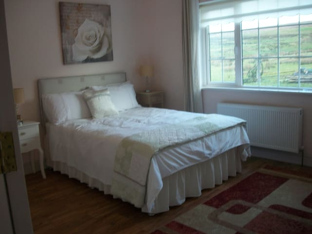 Silver Strand Cottage - Room #2 - Louisburgh - Casa