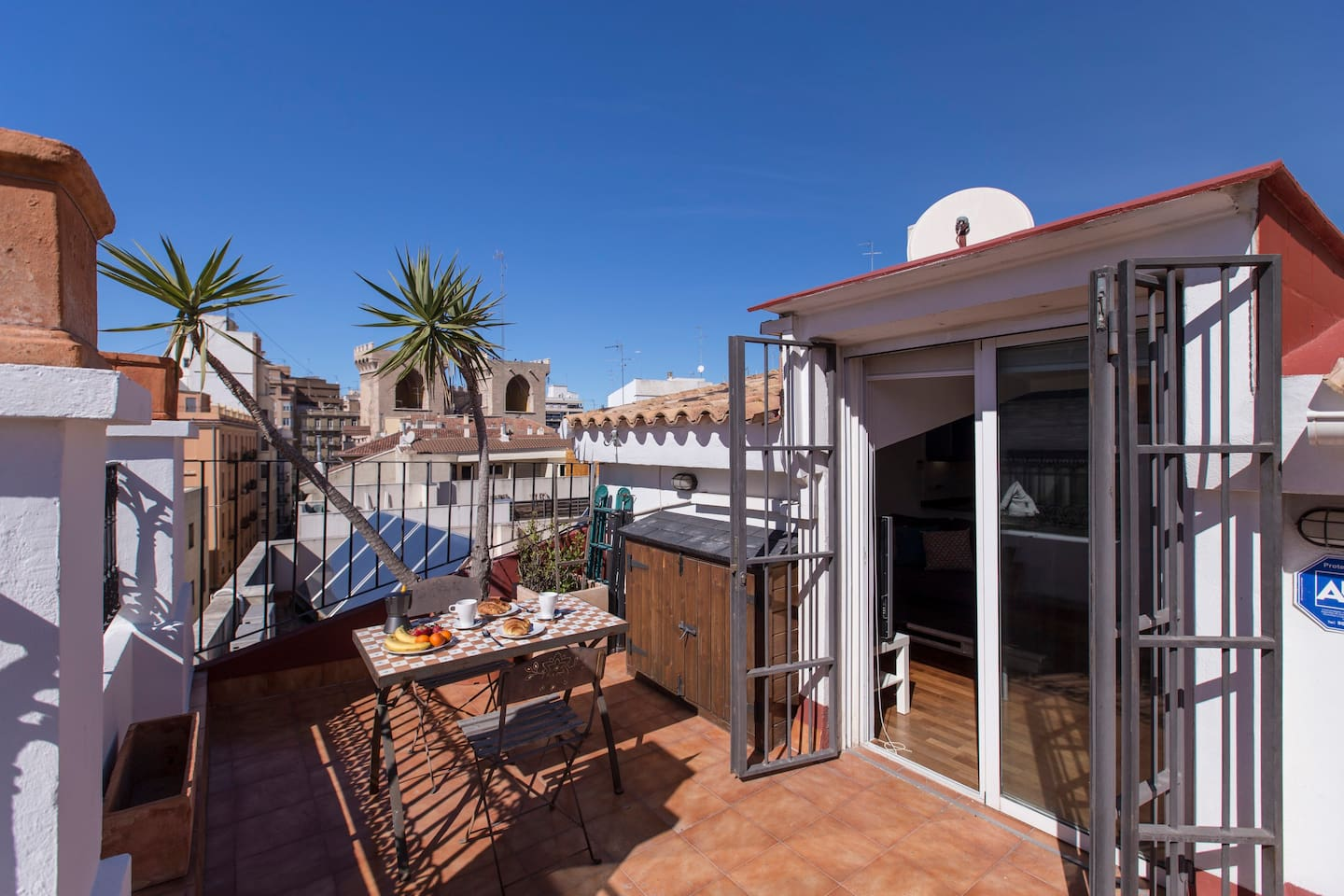 Splendid & sunny private terrace with views to the Quart Towers