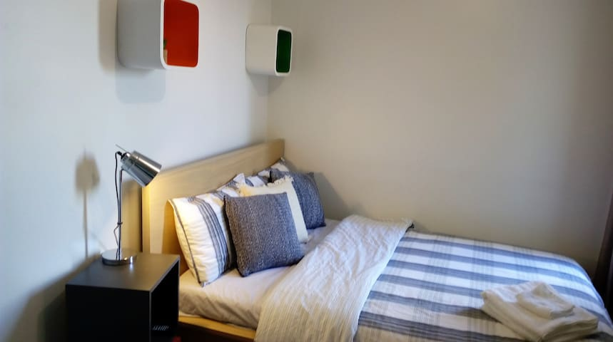 Close to the Airport & City + Free Brekky & WiFi - Adelaide - Apartamento