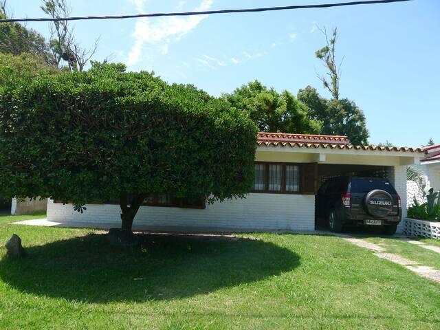 Hermoso chalet a 30 mts de la PLAYA - San Luis - Rumah