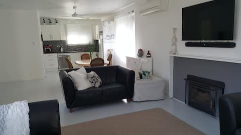 bright, pet friendly beach house Inverloch