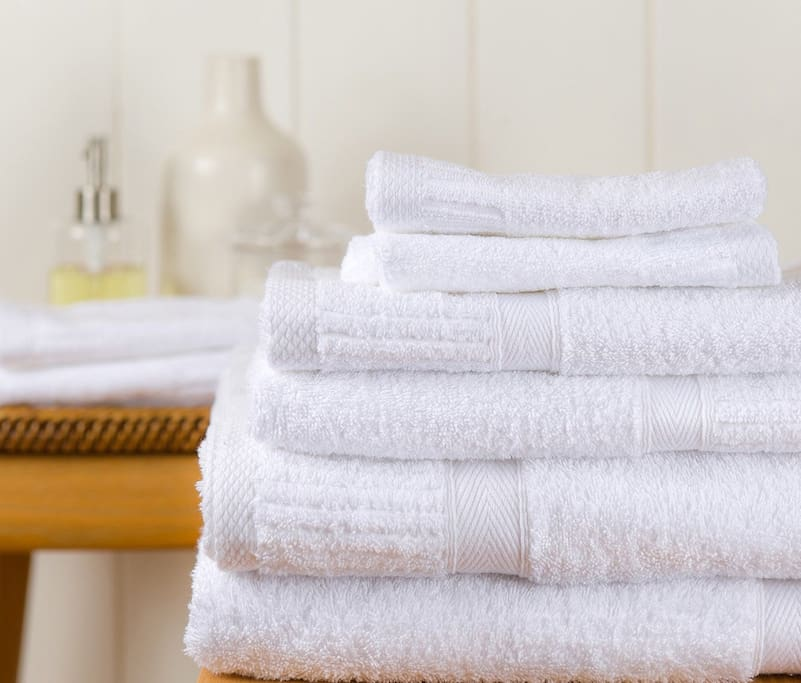 Pamper yourself with this complete Luxury cotton towels set ! The towel set Included:   2 bath towels 2 hand towels 2 washcloths