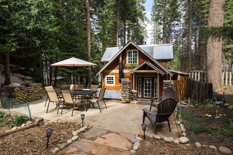 Gezellige Yosemite hut met bubbelbad in de Pines.