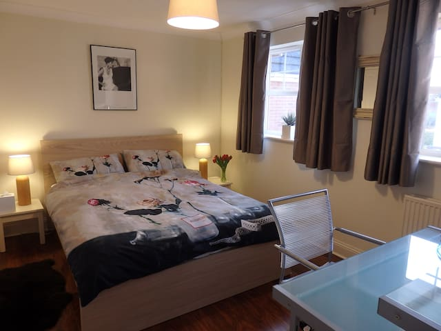 East Cheltenham, Quiet Double Room. - Cheltenham  - Maison