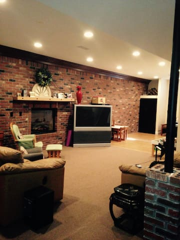 Separate Apartment in private high end home. - Pittsburgh - Pis