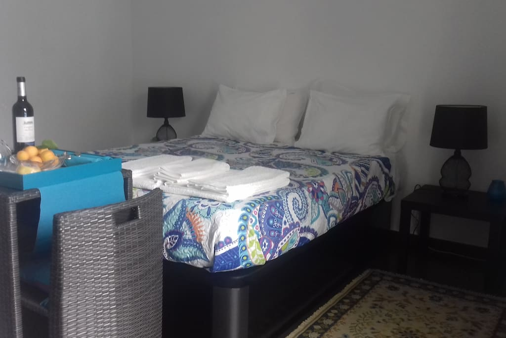 """""""The room is perfect"""" Laecticia (Spain) """"Super clean"""" Mariola (Spain)"""