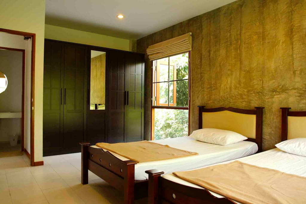 Bedroom with 2 single beds and wardrobe and air-condition