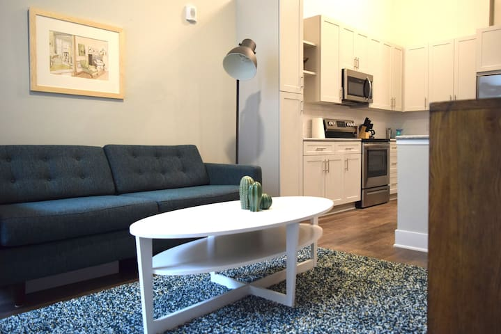 Dilworth/Midtown Sleek 1br apt