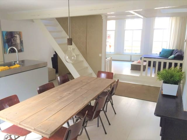 White Pearl with Character in Heart of Town - Haarlem - Apartment