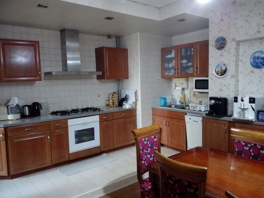 厨房+餐桌,客人可以做饭