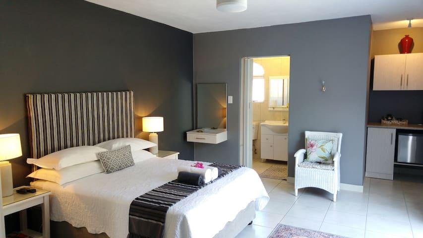 BONJOUR B&B / ROOM LE JARDIN - La Lucia - Bed & Breakfast