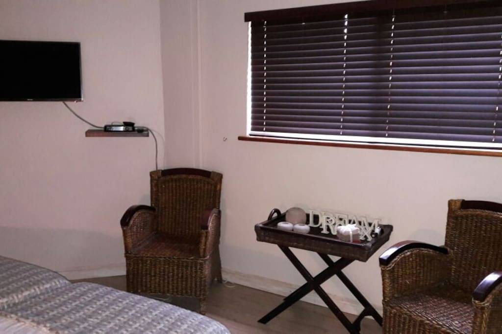 Summerstrand pad houses for rent in port elizabeth for Coffee tables port elizabeth