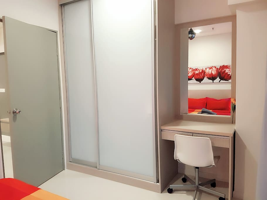 Built-In Wardrobe & Dressing Table