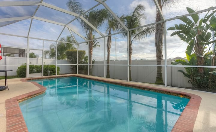 Private Room in a Beautiful Tampa Home With Pool!!
