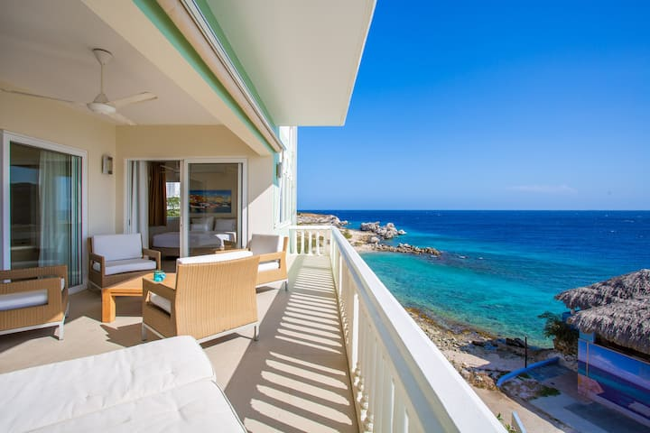 Beachfront Oceans Suite 7 Blue Bay Beach