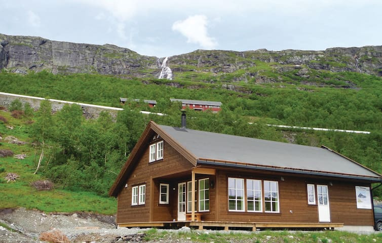 Holiday cottage with 6 bedrooms on 120 m² in Røldal