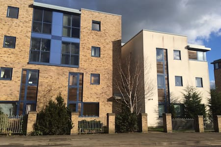 Private bedrooms, 3 bedroom, shared apartment - Bicester - Apartment