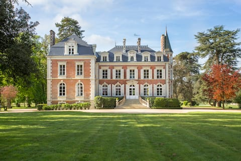 Loire Valley Castel with tennis and swimming pool