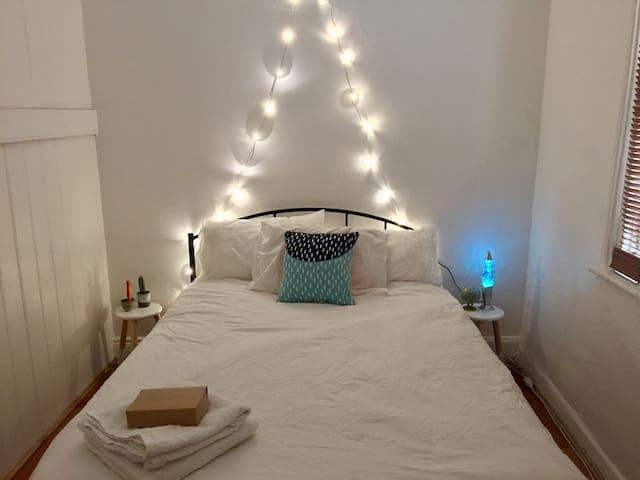 Cute room- great location Waterloo! - Waterloo - House