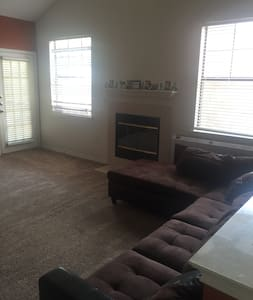 1 BR Townhouse Style Apartment near Airport - Grand Prairie