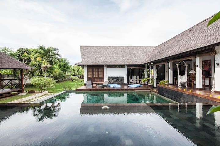 """Villa More"" Bali, Jalan Pantai Bingin"