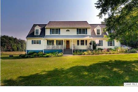 Thomas Jefferson Pkwy - Gateway to Monticello - Шарлотсвилль - Дом