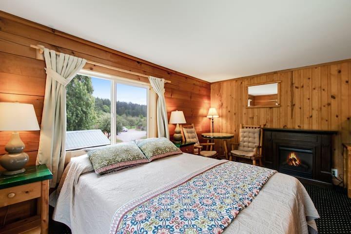 New listing! Couples retreat w/ free WiFi - close to marina & park