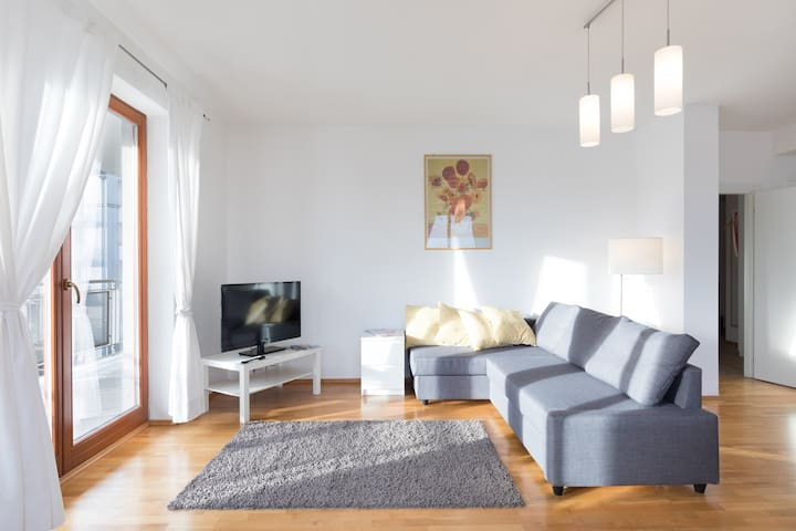 Modern apartment next to airport, Castle, garage - Praha - Appartement