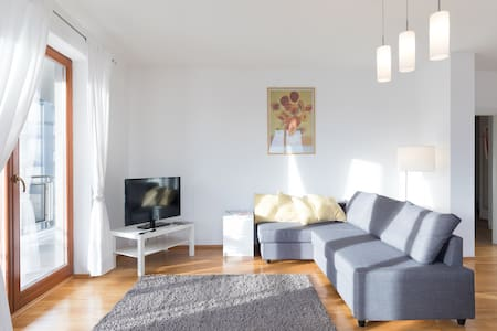 Modern apartment next to airport, Castle, garage - Praha - Huoneisto